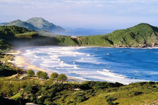 a praia do rosa esta entre as 30 baias mais bonitas do mundo