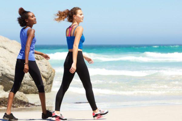 caminhar na praia queima mais calorias