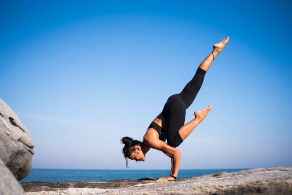 onde praticar yoga na praia do rosa