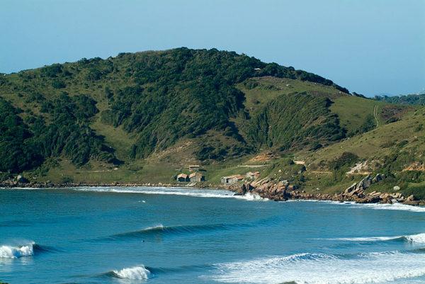 praia do rosa a favorita entre os surfistas em santa catarina